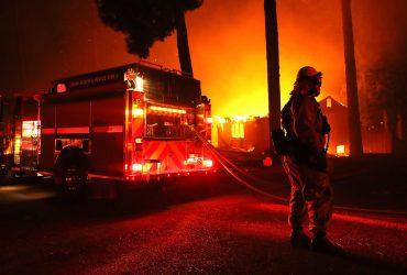Пожары в Калифорнии: причины, эвакуация, жизнь без электричества и частные пожарные бригады