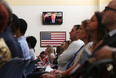 Платить за иммиграционные услуги придется большему количеству иммигрантов