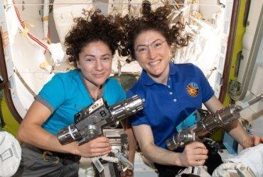 Первый в истории женский экипаж НАСА вышел в открытый космос