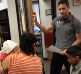 Иммигранты отказываются от соцпомощи из-за страха потерять право на грин-карту
