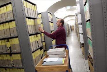 Миллионы бумажных файлов по иммиграционным делам хранятся в известняковых пещерах Миссури