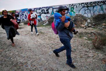 Соискателям убежища хотят запретить работать, если они въехали в США нелегально