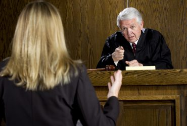 Выпускница юридического колледжа не смогла получить лицензию во Флориде и стала мошенницей
