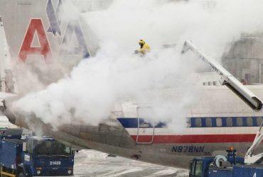 Мощный шторм уносит человеческие жизни, перекрывает дороги и мешает авиаперелетам