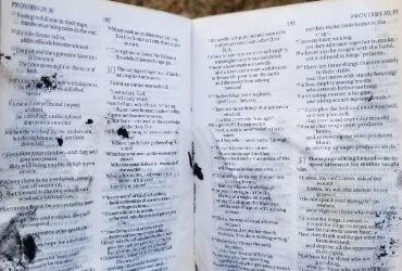 В доме семьи из Алабамы произошел пожар. Сгорело все, кроме Библии
