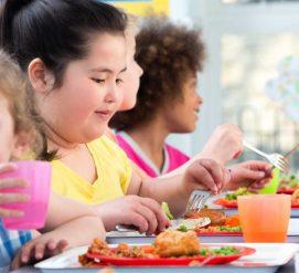 Больше пиццы и картошки фри, меньше фруктов и овощей в школьном меню