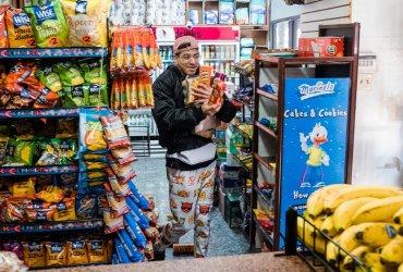 В нью-йоркском магазинчике можно сыграть в игру с кассиром и взять любой товар бесплатно