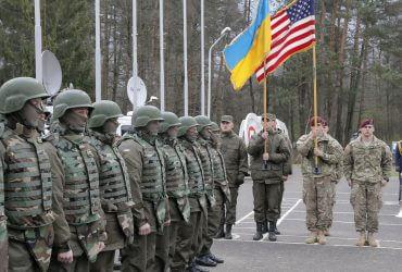США блокируют поставки оружия в Украину почти год