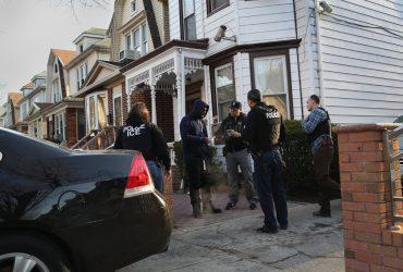 Иммиграционная служба отправит 500 агентов в города-убежища для арестов иммигрантов без статуса