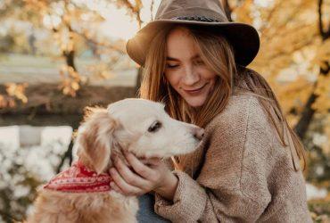 Люди стали чаще заводить собак из-за коронавируса. Это помогает снять стресс?