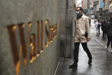 Миллиардеры и правительство разрабатывают план возвращения к работе