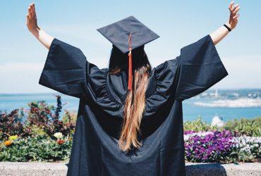 Половина иммигрантов в США имеет высшее образование