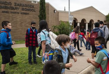 В Техасе больше не нужно носить маски в школах и университетах